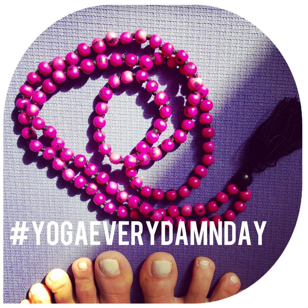 #yogaeverydamnday